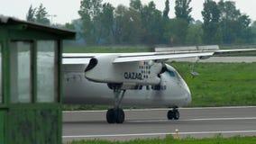 Frenaggio dell'aeroplano del turbopropulsore stock footage