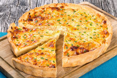 French onion cheese quiche, view from above, close-up Royalty Free Stock Photos