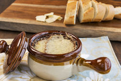 French onion soup with French bread Royalty Free Stock Photos
