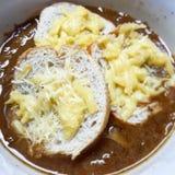 Soupe à l& x27;Oignon Gratinée stock images
