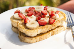 French Toast with Fresh Fruit Royalty Free Stock Photos