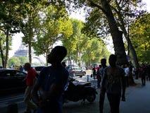 Frenchs идя наблюдать спичку к Эйфелевой башне Стоковые Фото