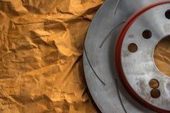 Freno de disco es una parte de uso del coche para la parada el coche Imágenes de archivo libres de regalías