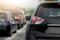 Freno delle automobili sulla strada Immagine Stock