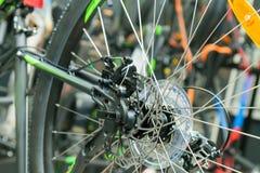 Freno a disco sulla ruota di bicicletta Immagine Stock