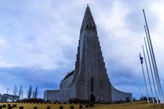Frente de la catedral de Hallgrimskirkja en Reykjavik Imagen de archivo libre de regalías