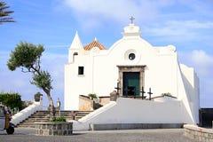 Frente de la iglesia de Santa Maria del Soccorso en Forio, isquiones fotografía de archivo