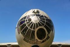 Frente de la nariz del pacificador del bombardero B-36 con el cielo azul imagen de archivo libre de regalías