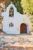 Frente de la pequeña capilla ortodoxa griega Imágenes de archivo libres de regalías