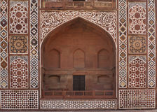 Frente de la puerta arqueada en la tumba de Akbar. Imágenes de archivo libres de regalías