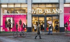 Frente de la tienda de la isla del río Tienda BRITÁNICA de la moda imágenes de archivo libres de regalías