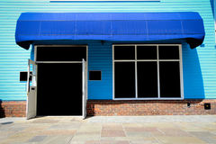 Frente de la tienda del vintage de Shopfront con los toldos de la lona Imagenes de archivo