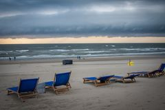 Frente de la tormenta sobre la playa holandesa fotografía de archivo libre de regalías