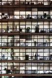Frente de la ventana de un edificio de oficinas imagen de archivo libre de regalías