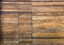 Frente de madera del viejo de la casa de las puertas del tablón fondo de madera de madera de la textura fotografía de archivo libre de regalías