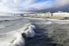 Frente de mar de Hastings de Pier Rough Seas Foto de archivo libre de regalías