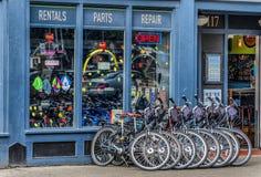 Frente de una tienda de la bici en Portland, Oregon fotografía de archivo libre de regalías