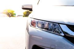 Frente del coche blanco fotografía de archivo libre de regalías