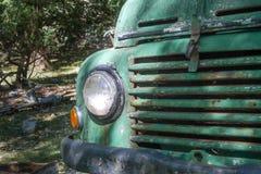 Frente del coche viejo abandonado del vintage Fotos de archivo