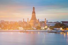 Frente del río del templo de Arun, Bangkok Tailandia l imagenes de archivo