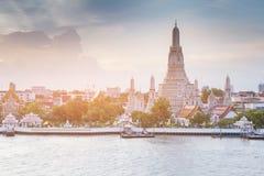 Frente del río del templo de Arun, Tailandia foto de archivo