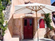 Frente del viejo hogar en Oia Santorini Grecia Fotos de archivo