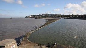 Frente marítima de Clevedon Somerset e piscina do ar livre na cidade da costa perto de Bristol e da bandeja da Weston-super-égua video estoque