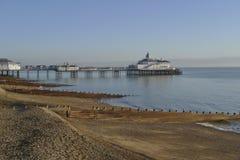 Frente marítima de Eastbourne no inverno fotos de stock
