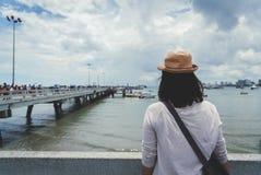 Frente permanente de la mujer del puente Foto de archivo libre de regalías