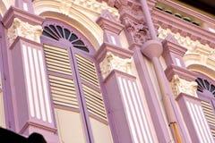 Frente rosado de la casa Foto de archivo
