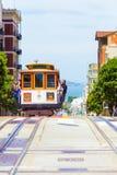 Frente V de San Francisco Bay Approaching Cable Car foto de archivo libre de regalías