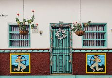 Frentes coloridos en Guatapé imagenes de archivo