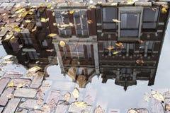 Frentes de la casa en Amsterdam Foto de archivo