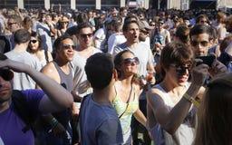 Frequentatori di festival del sonar durante il giorno Fotografia Stock