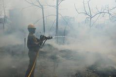 Frequentieren Sie Feuer in Elendsvierteln von Kolkata Stockfotos