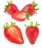 Fresa aislada en el fondo blanco Strawber entero maduro rojo Imagen de archivo