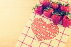 Fresa con amor Imagen de archivo libre de regalías