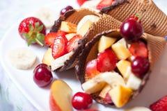 Fresa del helado con las frutas Imagen de archivo