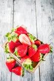 Fresa orgánica fresca cruda imagen de archivo libre de regalías
