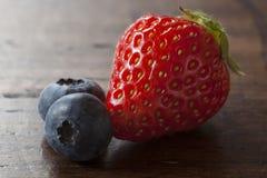 Fresa y arándano Foto de archivo libre de regalías