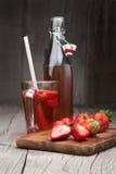 Fresa y bebida frescas de la fresa Foto de archivo libre de regalías