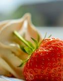 Fresa y merengue fotos de archivo
