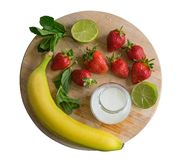 Fresa y plátano, cóctel del tarro del Smoothie de la menta Fotografía de archivo libre de regalías