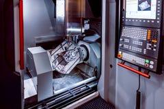 Fresadora metalúrgica del CNC Processin moderno del metal del corte Fotografía de archivo libre de regalías