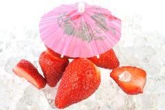 fresas bajo el paraguas Foto de archivo libre de regalías