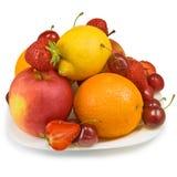 Fresas, cereza, manzana, naranja y limón Imagenes de archivo