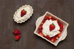 Fresas con crema fotos de archivo libres de regalías