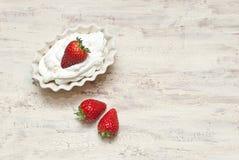 Fresas con crema Fotografía de archivo libre de regalías