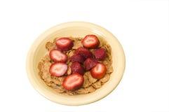 Fresas del cereal de desayuno fotos de archivo