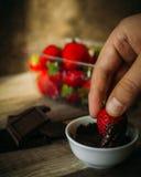 Fresas en chocolate Imágenes de archivo libres de regalías